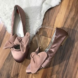 Kenneth Cole Shoes Size 9.5M Rose Gold PAT Flats